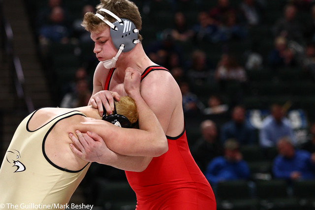 285AAA 1st Place Match - Bryce Benhart (Lakeville North) 34-0 won by decision over Marco Cavallaro (East Ridge) 36-5 (Dec 7-0) - 190302bmk0400