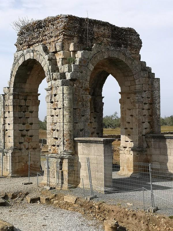 arco tetrapylum ciudad romana Caparra via de la Plata Caceres 01