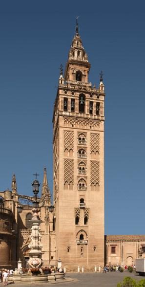 La_Giralda_August_2012_Seville_Spain