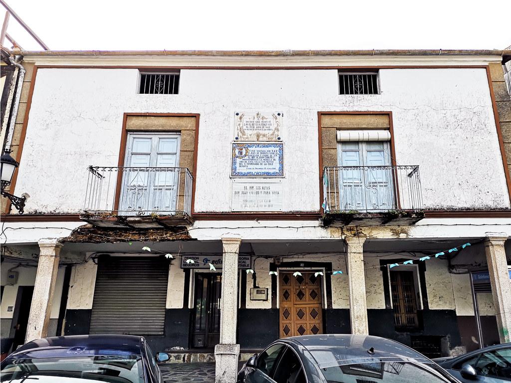casa que pernoctaron los reyes: Alfonso XIII en 1922;  y Juan Carlos I y Sofía de Grecia en 1998 Casar de Palomero Las Hurdes Cáceres