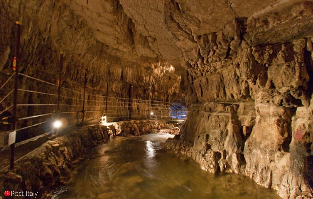 Grotte di Stiffe, Abruzzo, Itália