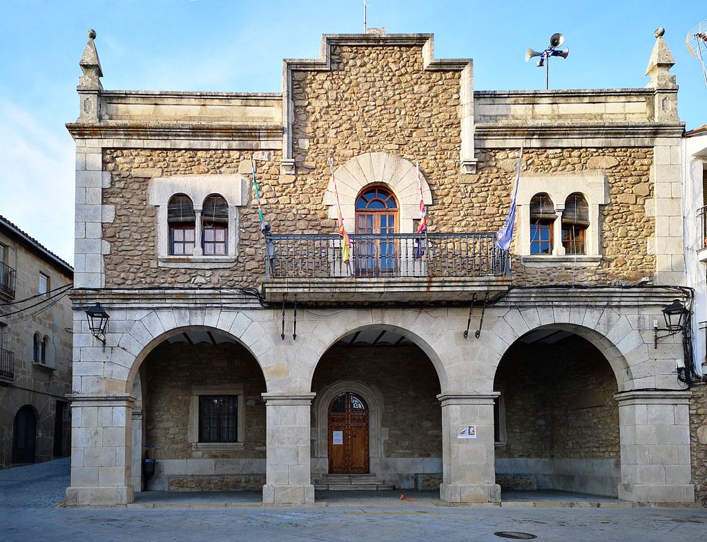 ayuntamiento Plaza Mayor Hoyos Sierra de Gata Caceres