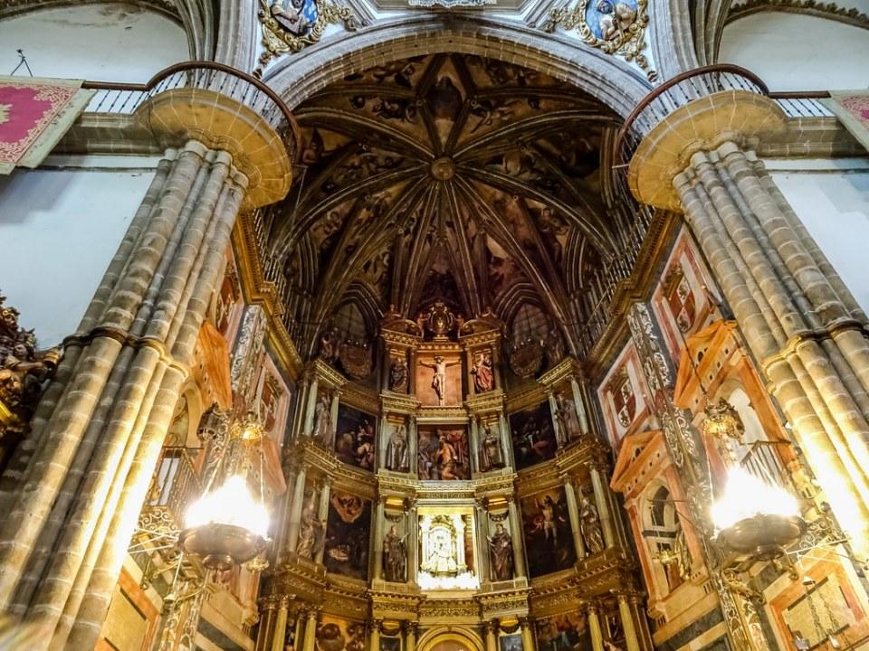 Retablo altar Mayor interior Real Monasterio de Santa Maria de Guadalupe Caceres 02