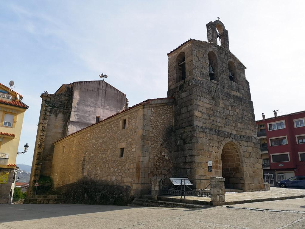 espadaña y portada exterior Iglesia de Nuestra Señora de la Asuncion de Valverde del Fresno Sierra de Gata Caceres 01