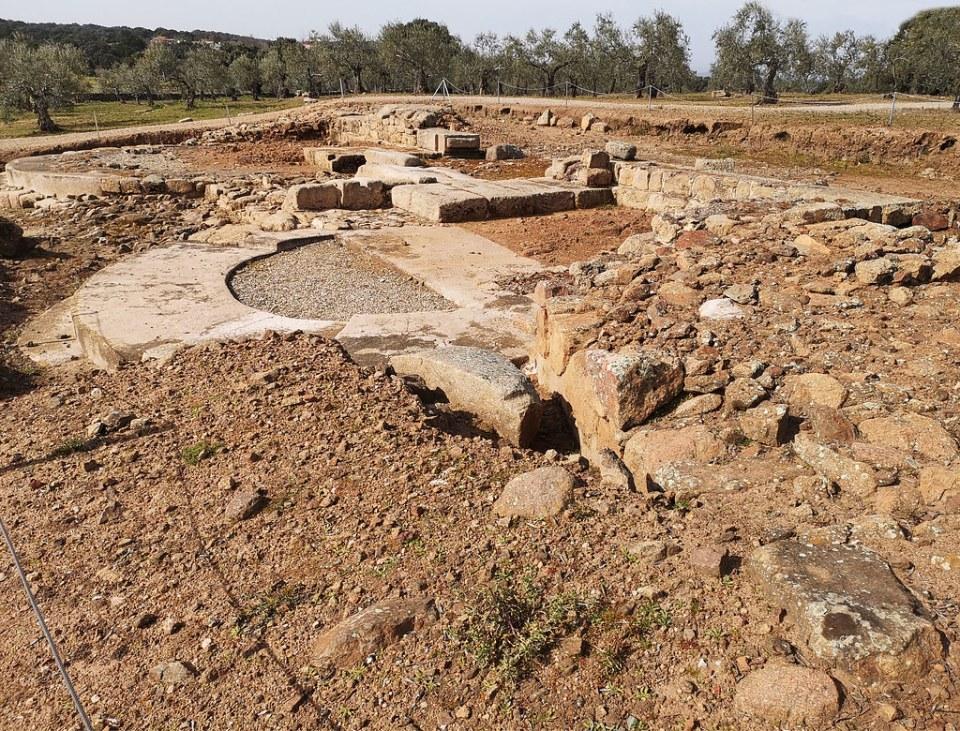 Puerta sureste ciudad romana Caparra via de la Plata Caceres 02