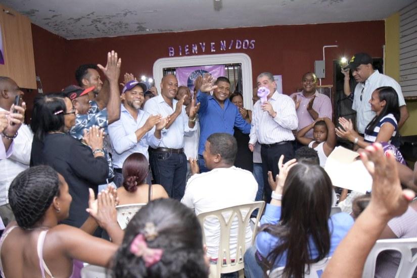 Encuentro residencia dirigente Xiomara en Brisas del Este. SDE