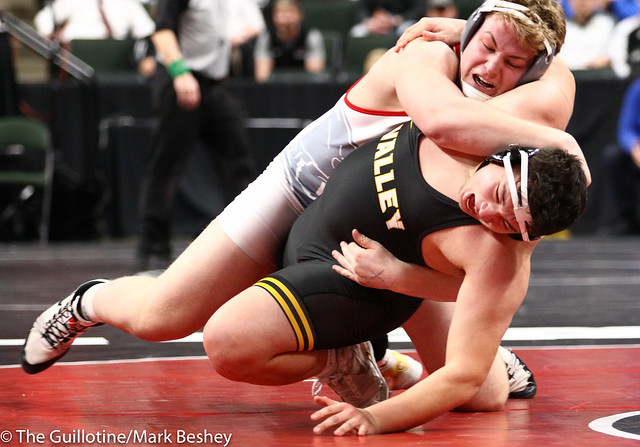 285 - Semifinal - Bryce Benhart (Lakeville North) 33-0 won by major decision over Tyler Kim (Apple Valley) 49-5 (MD 11-0) - 190302amk0177