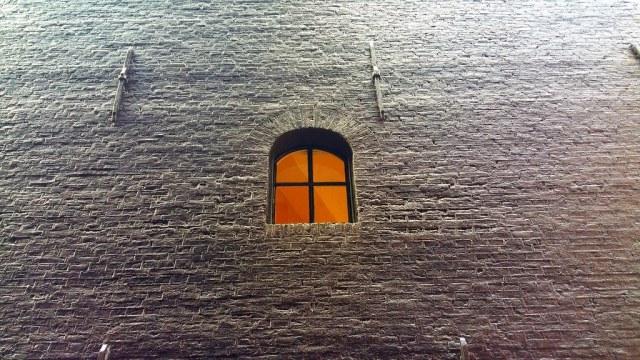 Amsterdam : mur presque aveugle.