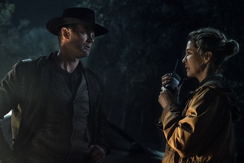 Garret Dillahunt as John Dorie, Jenna Elfman as June - Fear the Walking Dead _ Season 5, Episode 2 - Photo Credit: Ryan Green/AMC
