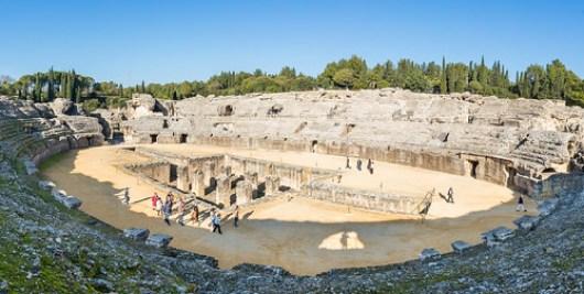 Anfiteatro_de_las_ruinas_romanas_de_Itálica,_Santiponce,_Sevilla,_España,_2015-12-06,_DD_26-29_PAN
