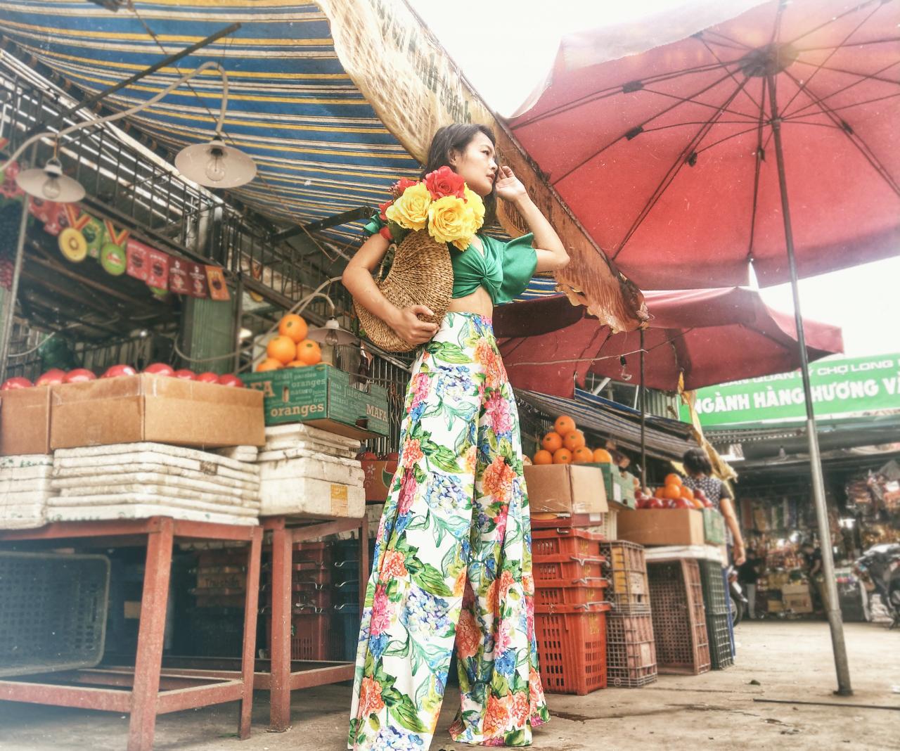 long-bien-market-vietnam-xita