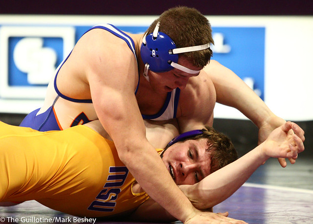 197: Ryan Stottler (UMARY) wins via pinfall at 4:29 vs. Dylan Butts (MSU) | 6-0 UMARY - 190125mke-0017