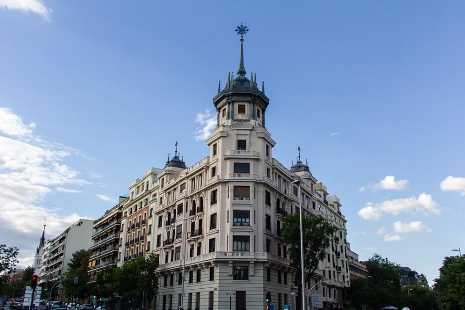 edificio Plaza y calle Alonso Martinez Madrid 04