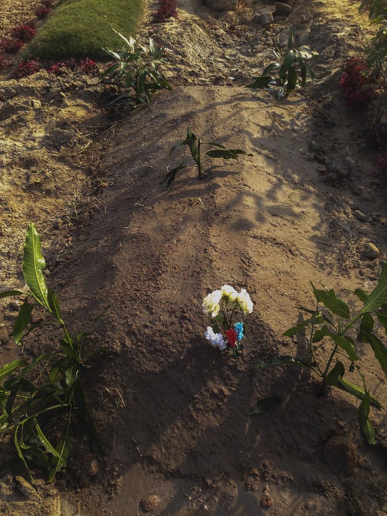 bhabi's grave 0136