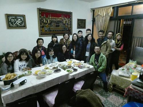學生住在「龍岡清真寺」,到雲南傈僳族、擺夷族、回族家庭,體驗與臺灣主流文化不同的料理與滇緬少數民族特色。 (3)