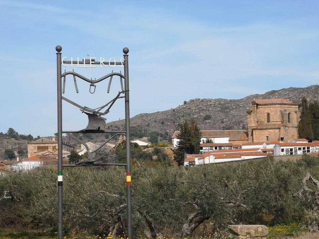 exterior Iglesia de Nuestra Señora de los Apostoles Cilleros Sierra de Gata Caceres 01