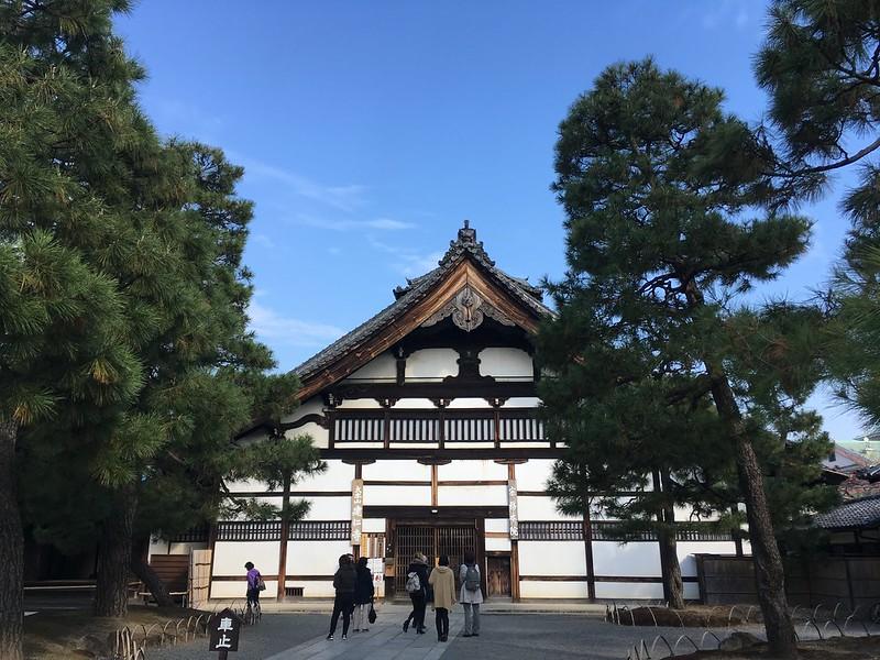 Kenninji Temple main entrance to inside