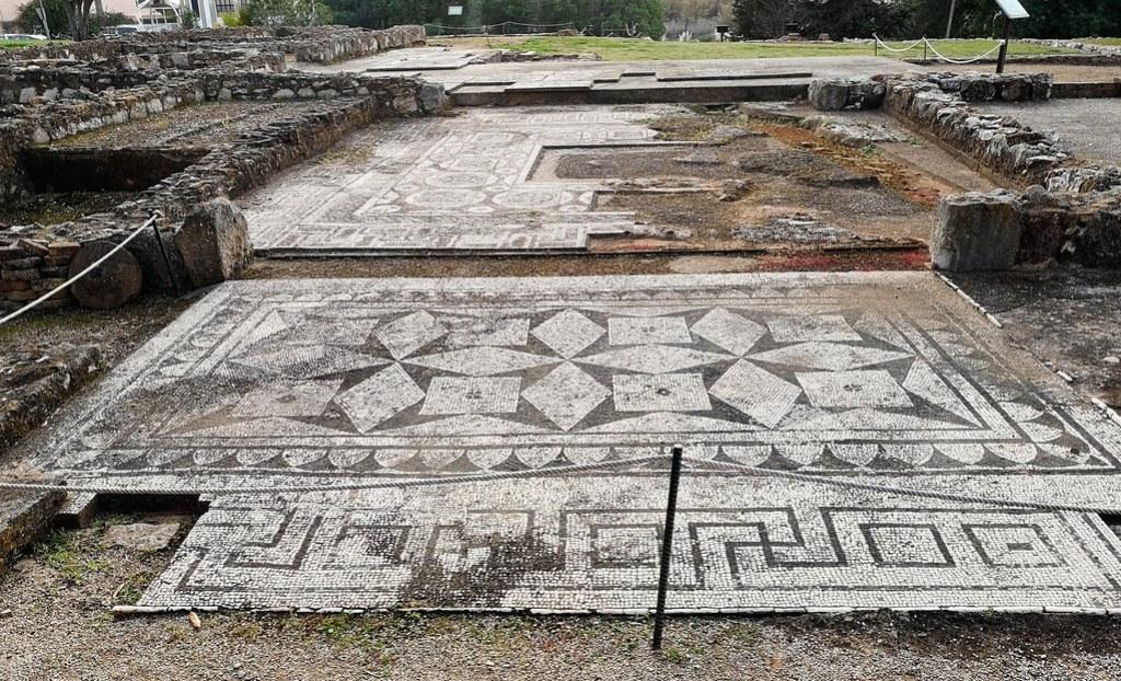 Portugal Vilamoura entrada con mosaicos ruinas romanas de Cerro da Vila Algarve