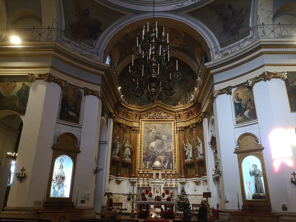 altar mayor interior Iglesia de Santiago Madrid 02