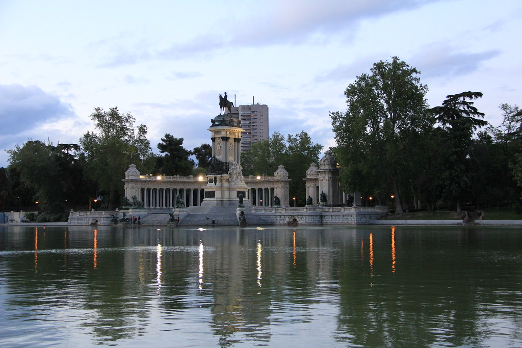 Monumento a Alfonso XII Jardines del Retiro Madrid 01