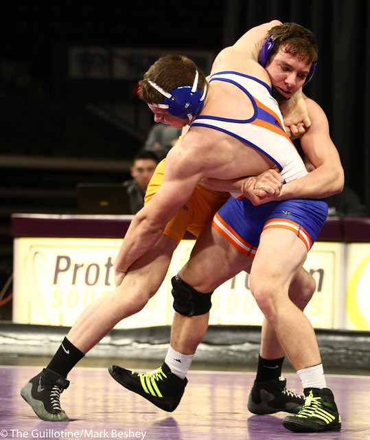 197: Ryan Stottler (UMARY) wins via pinfall at 4:29 vs. Dylan Butts (MSU) | 6-0 UMARY - 190125mke-0012