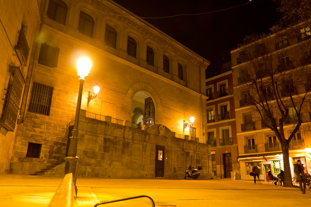 exterior de noche Capilla del Obispo de Plasencia y Plaza de la Paja Madrid 04