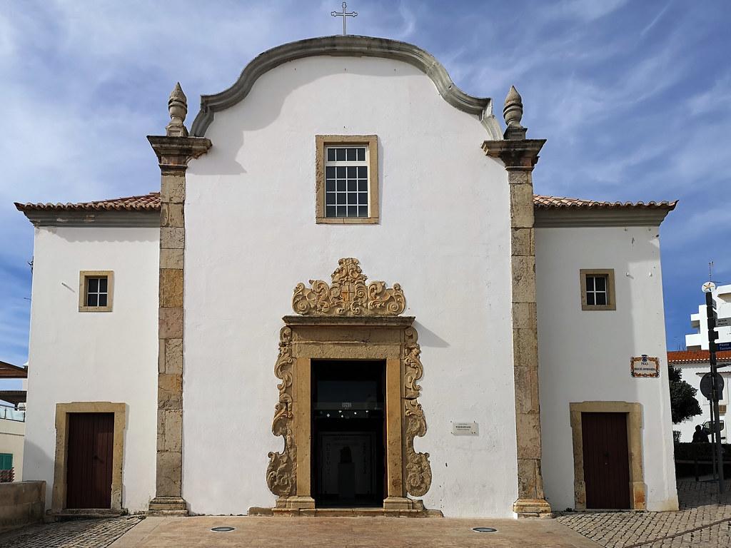 Albufeira fachada Museo de Arte Sacro en la Ermita de San Sebastian Algarve Portugal 18