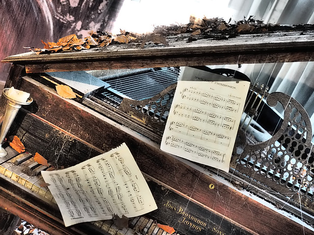#EmpireRone Piano Room