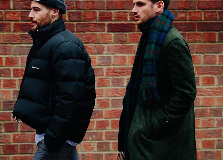 Abrigo verde con bufanda para hombre de tartán en look casual 5 maneras de llevar una bufanda
