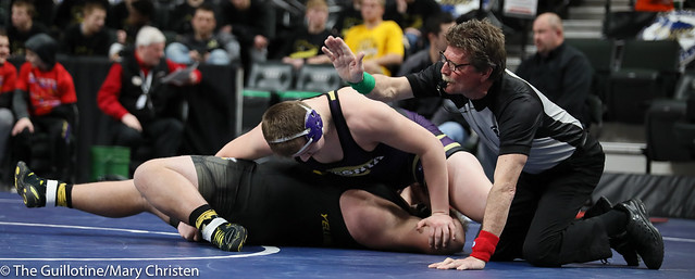 285 – Bennett Weber (Waconia) over Rowdie Lindquist (Perham) Fall 1:36. 190228BMC2039