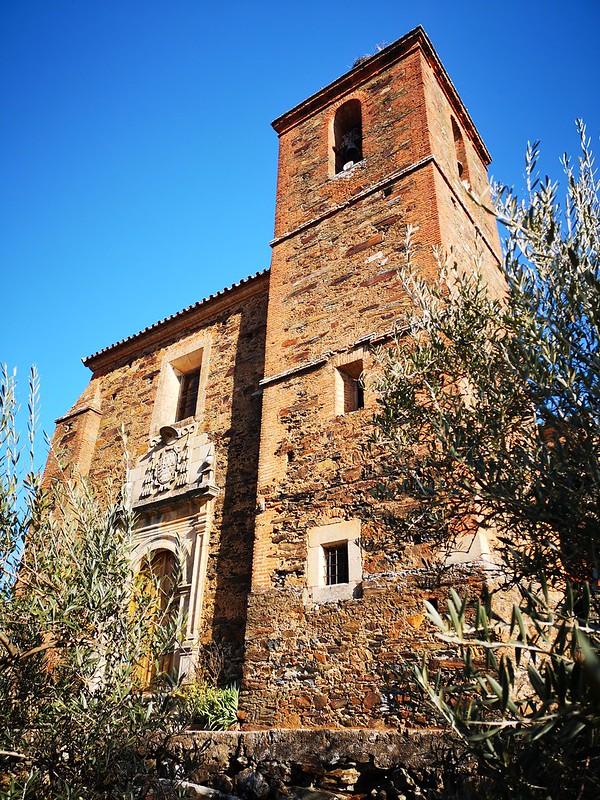 torre campanario exterior Iglesia Santa Catalina de Cambroncino Caminomorisco Las Hurdes Caceres