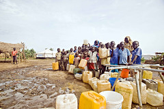 Children and women in line for water, Jamam re...