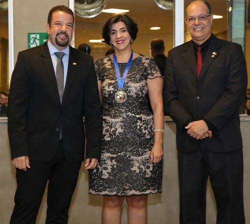 Ledsonia Dias Gomes com o presidente da ACICEL, Marco Túlio Lamounier, e o vice, Gláucio Jr