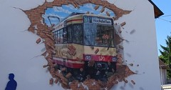 """Die Straßenbahn. Die Straßenbahnen. Die Straßenbahn bricht durch die Mauer (natürlich nicht wirklich). • <a style=""""font-size:0.8em;"""" href=""""http://www.flickr.com/photos/42554185@N00/29251232465/"""" target=""""_blank"""">View on Flickr</a>"""
