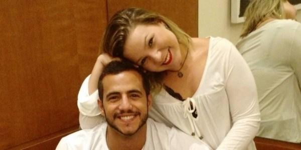 Ex-BBB Matheus anuncia fim do namoro com Cacau no Twitter