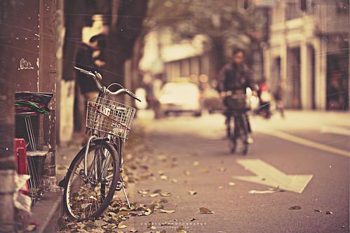 guangzhou street light people car bike canon vintage... (Photo: Charles Wonderland* on Flickr)
