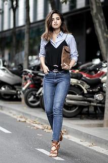 Camisa sob blusa-combinação, um novo jeito de vestir duas peças coringas do closet