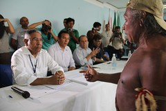 Meeting between Xikrin Kayapo leaders and Nort...