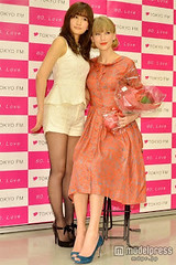 """Atsuko Maeda & Taylor Swift 3 • <a style=""""font-size:0.8em;"""" href=""""http://www.flickr.com/photos/66379360@N02/8249207378/"""" target=""""_blank"""">View on Flickr</a>"""