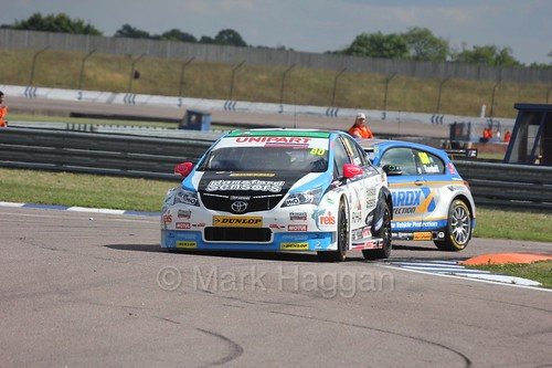 Tom Ingram leads Sam Tordoff at Rockingham, August 2016