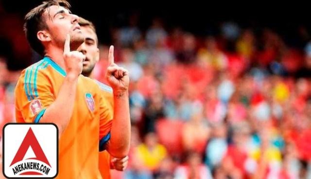 #Bola: Barcelona Resmi Dapatkan Striker Valencia