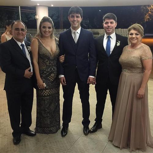Fernando Fonseca e Fátima Salles Fonseca com os filhos Fernanda, Felipe e George, momentos antes do Sim