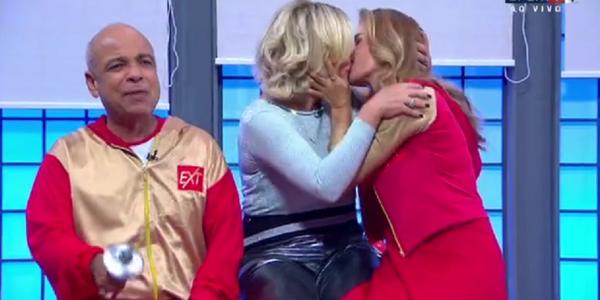 Maitê Proença e Astrid Fontenelle trocam beijo no SporTV