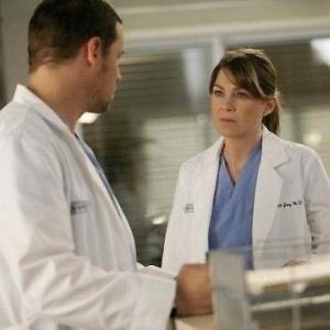 """""""Grey's Anatomy"""" estreia a 13ª temporada com personagem sendo preso"""