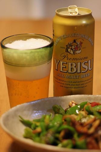 ちょっと辛い野菜炒めとヱビスビール(Yebisu Beer with Little hot sir-fried vegitables)