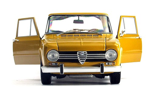 Minichamps Giulia 1300 Super