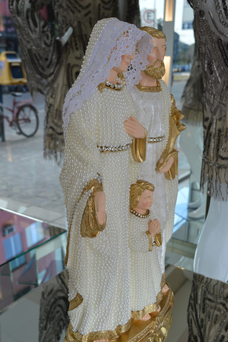 As imagens sacras agora estão entre os itens à venda