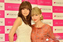 """Atsuko Maeda & Taylor Swift 5 • <a style=""""font-size:0.8em;"""" href=""""http://www.flickr.com/photos/66379360@N02/8248140693/"""" target=""""_blank"""">View on Flickr</a>"""