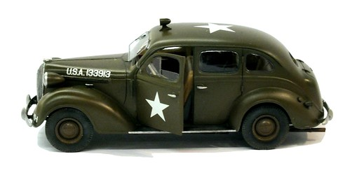 Plusmodel Plymouth 1938 staff car