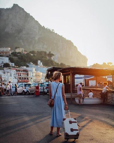 Mulher em viagem sozinha
